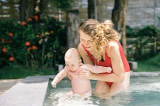 How to Teac toddlers to Swim